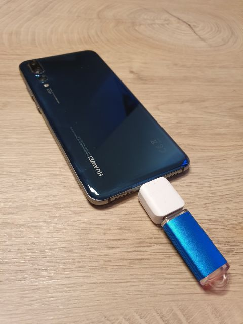 Huawei P20 Pro mit USB Flash Medium