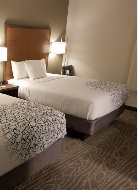wie gro ist ein king size queen size twin size bett. Black Bedroom Furniture Sets. Home Design Ideas
